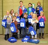 D 934 Kinderkerk Ingen doet mee aan de 'Dorcas Rugzakactie'. De 25 lege rugzakken worden gevuld met zelf ingezamelde ...