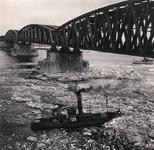 199 IJsbreker op de Waal bij de spoorbrug