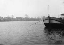 2-15043 De Maas met zicht op Veen