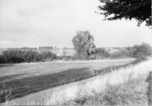 3-15005 Op de achtergrond sluis Sint Andries