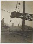 22-8385 Zicht op de Stadsdijk met watertoren vanaf de verkeersbrug over de Waal in aanbouw