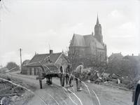 3-279 Werkzaamheden op de weg , op de achtergrond de katholieke kerk