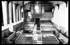 2-349 Hervormde kerk interieur met orgel