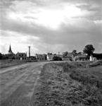 19-1643 Zicht op woningen aan de Maasdijk vanaf de Kloosterdijk