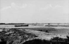 19-1658 Riviergezicht met vrachtboten richting Heerewaarden