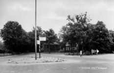 19-1668 Kruispunt Kerkstraat-Slotselaan, met muziektent