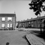 22-9336 Straatgezicht, met B. van Osch met zijn oliekar De Automaat