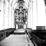 22-9345 Interieur Sint Maartenskerk, middenschip met kerkbanken en orgel