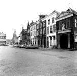 22-9361 Straatgezicht, zuidzijde Markt met geheel rechts de Waag