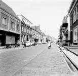 22-9362 Straatgezicht, met links het Zaltbommelse warenhuis Unic, vanaf 1970 HEMA