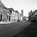 22-9402 Straatgezicht met Sitn Maartenstoren en Maarten van Rossemhuis