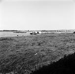 22-9467 Riviergezicht met vrachtboot en bunkerboot