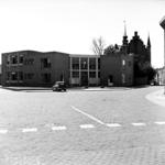22-9477 Dr. A.F. Philipsschool, openbare lagere school, met Maarten van Rossemhuis