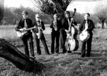 22-9534 Oscar White Jazzband. Van links naar rechts: Leendert van Steenis, Teunis de Wit, Ot de Wit, Jan van Gelder en ...