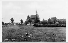 3-10004 Zicht vanaf de Jan Klingenweg op de katholieke kerk