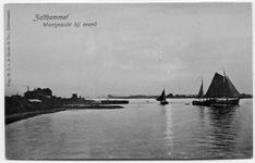 22-10457 Veerstoep met veerhuis, op rivier zeilboten