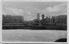 22-10635 Plantsoen met rechts de gasfabriek, op de voorgrond de watertoren en op de achtergrond de Sint Maartenskerk