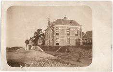 22-10901 Veerstoep met het districtshuis van het Polderdistrict Bommelerwaard boven de Meidijk