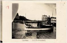 22-10967 Haven, met op de achtergrond het districshuis van het Polderdistrict Bommelerwaard boven de Meidijk